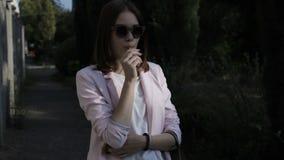 Jeune jolie femme, lucette, extérieure banque de vidéos