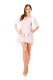 Jeune jolie femme mince dans la pose rose de robe Image libre de droits