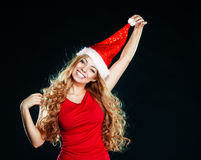 Jeune jolie fille dans le chapeau de Santa Images libres de droits