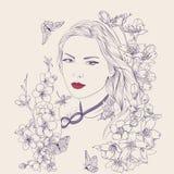 Jeune jolie verticale de femme Sakura fleurit la fleur  Photo libre de droits