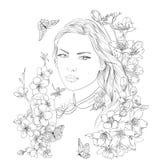 Jeune jolie verticale de femme Sakura fleurit la fleur Fille romantique de dame Photographie stock libre de droits