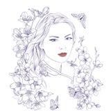 Jeune jolie verticale de femme Sakura fleurit la fleur Fille romantique de dame Photo stock