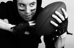 Jeune joueur attirant de rugby photos stock