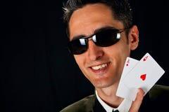 Jeune joueur chanceux avec des cartes Images libres de droits