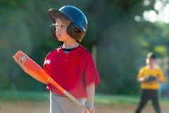 Jeune joueur de baseball photos stock
