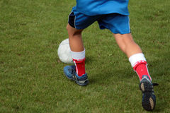 Jeune joueur de football Photos stock