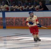 Jeune joueur de hockey Images stock