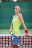 Jeune joueur de tennis féminin Photographie stock