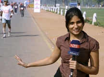 Jeune journaliste féminin Photo stock