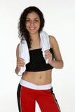 Jeune Latina avec l'essuie-main de séance d'entraînement photo libre de droits