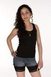 Jeune Latina en bref et le réservoir images stock