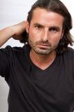 Jeune mâle créateur avec le long cheveu photos stock