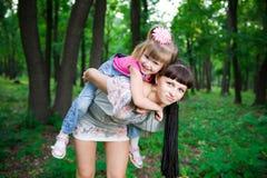 Jeune mère avec l'enfant Photos stock