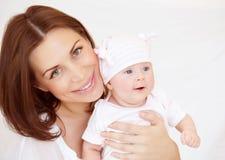 Jeune mère avec le bébé garçon Images libres de droits