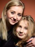 Jeune mère avec le descendant Image libre de droits
