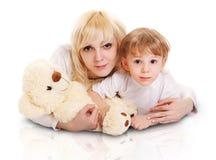 Jeune mère et petit fils. Image libre de droits