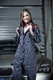 Jeune mécanicien féminin Image libre de droits