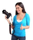 Jeune Madame photographe avec des pouces vers le haut Image libre de droits