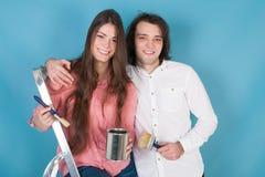 Jeune maison de peinture de couples Photo libre de droits