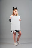 Jeune majorette On Gray Background Image stock