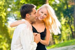 Jeune marche heureuse de couples Image stock