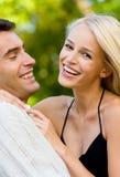 Jeune marche heureuse de couples Photos stock