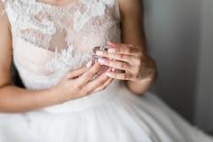 Jeune mariée avec des amis Image stock