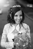 Jeune mariée avec des fleurs Image stock