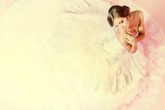 Jeune mariée avec du charme images stock
