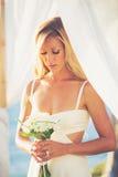 Jeune mariée avec le bouquet Image libre de droits