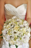 Jeune mariée avec le bouquet Photographie stock