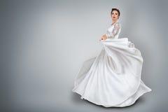 Jeune mariée dans la belle robe de mariage Photo libre de droits
