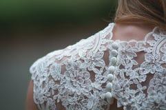 Jeune mariée dans la robe blanche - DreamsTime illustration stock
