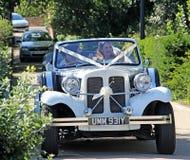 Jeune mariée de mariage de voiture de Beauford Photo libre de droits