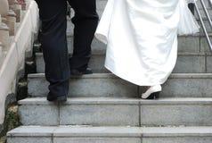 Jeune mariée de portrait de jambes photographie stock