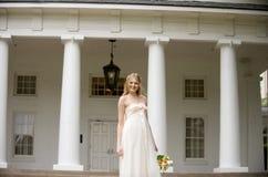 Jeune mariée de sourire Images stock