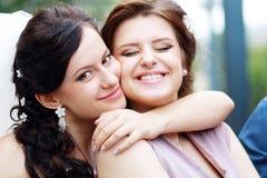 Jeune mariée et demoiselle d'honneur Photos libres de droits