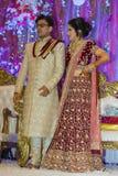 Jeune mariée et marié indous indiens Image libre de droits
