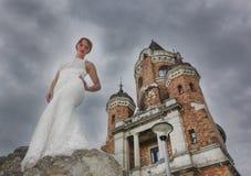 Jeune mariée et tour Gardos Photos stock
