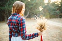 Jeune mariée mignonne dans le style américain Photographie stock libre de droits