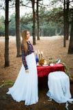 Jeune mariée mignonne dans le style américain Photo stock