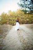 Jeune mariée mignonne dans le style américain Photos libres de droits