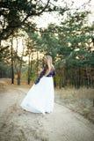 Jeune mariée mignonne dans le style américain Image libre de droits