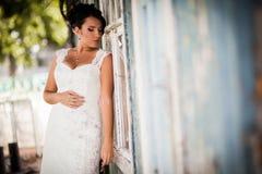 Jeune mariée, mur, vue Images stock