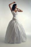 Jeune mariée de luxe dans la robe de forme-montage Image stock