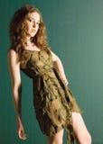 Jeune modèle attrayant dans la robe de couture Photo libre de droits