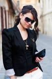 Jeune modèle de Glamor présentant le vêtement Photographie stock libre de droits