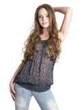 Jeune modèle de mode dans la pose de casuals photographie stock