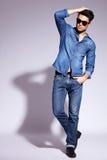 Jeune modèle mâle sexy photo libre de droits
