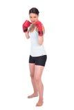 Jeune modèle sérieux dans la boxe de vêtements de sport Photo libre de droits